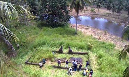 Makam raja mourete'o setelah di bersikan oleh pemuda dan tokoh adat